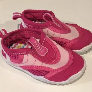 Water shoes size 5 toddler